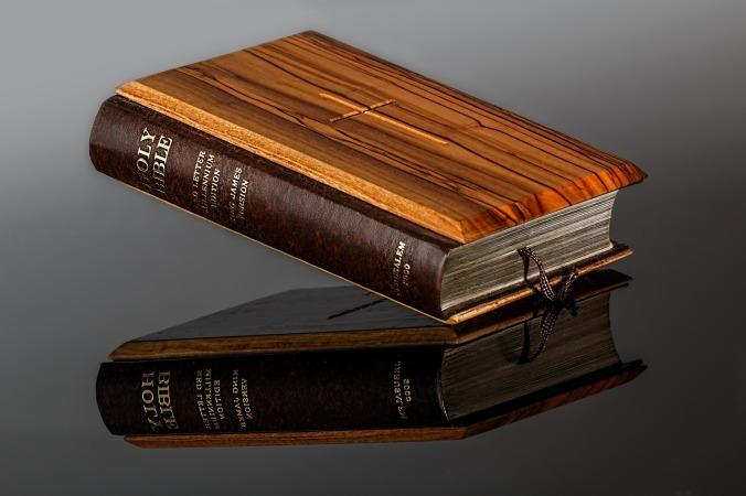 bible-428947_1920