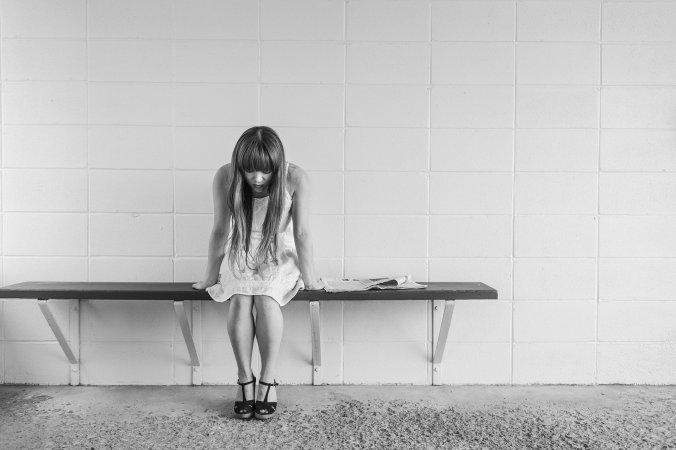 worried-girl-413690_1920